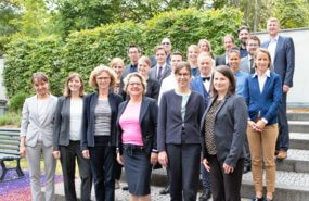 Bundesumweltministerin Svenja Schulze KNE Gruppenfoto 2