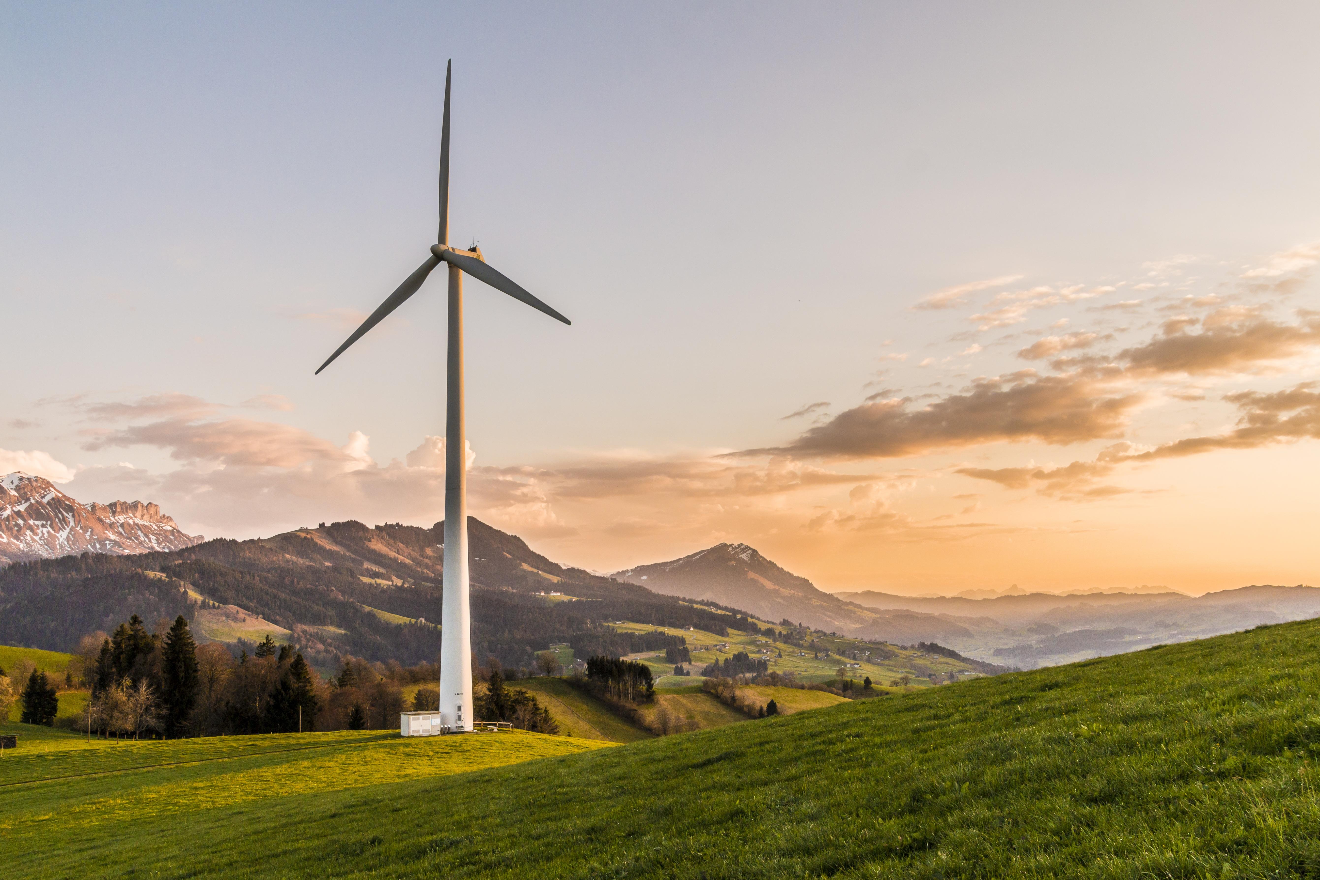 wind-turbine-2218457