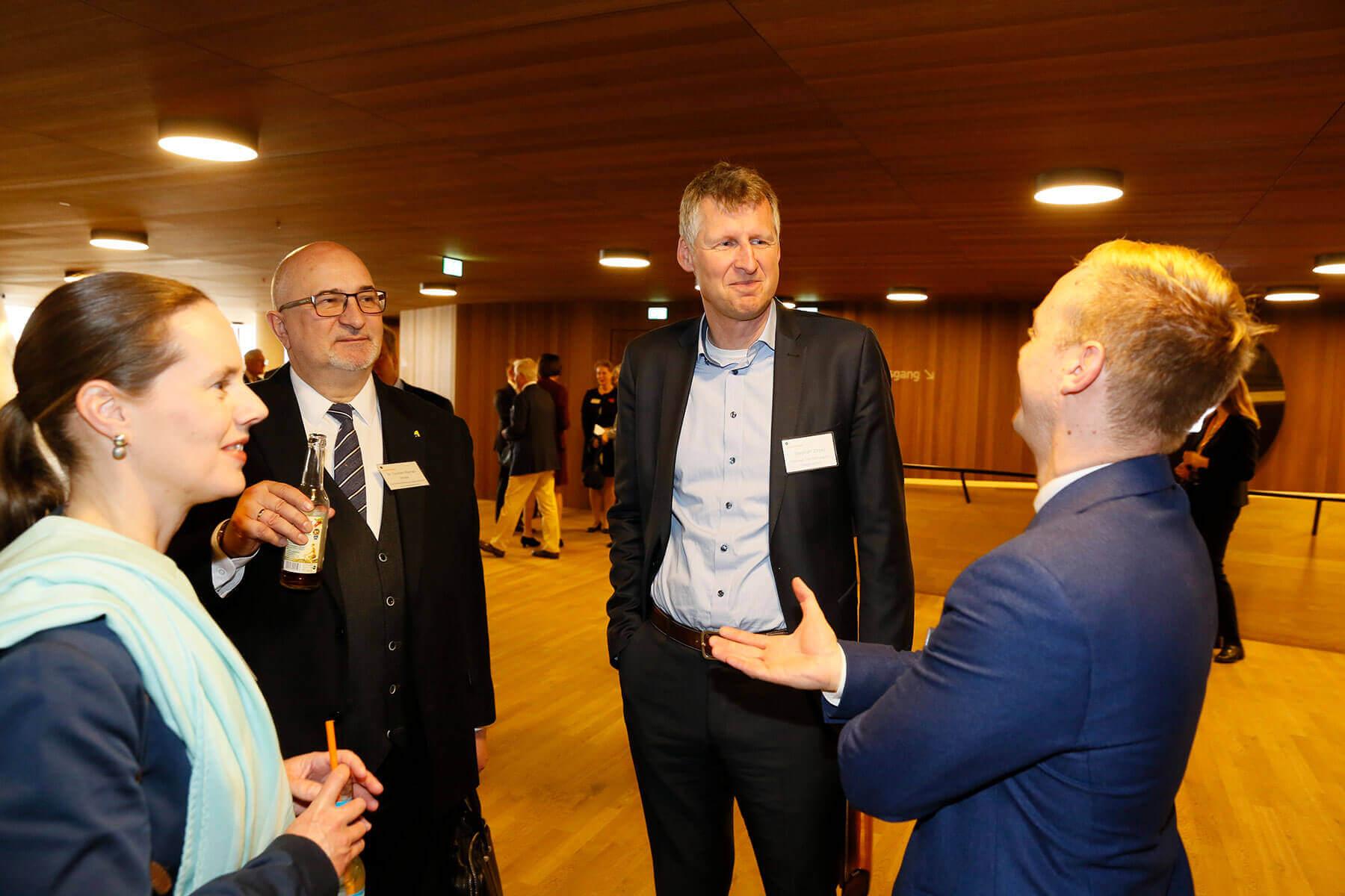 Gesprächsrunde mit Dr. Torsten-Raynal-Ehrke und Michael Krieger auf dem Symposium in Hamburg.