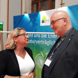 Bundesumweltministerin Svenja Schulze im Gespraech mit KNE-Direktor Dr. Torsten Raynal-Ehrke.