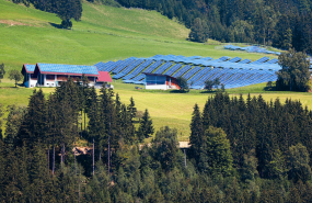 Solarpark in Landschaft