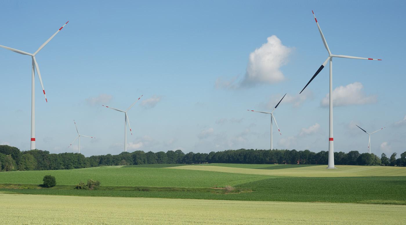 Simulation von Windenergieanlagen mit einem schwarzen Rotorblatt, © Copyright Lenné3D GmbH.