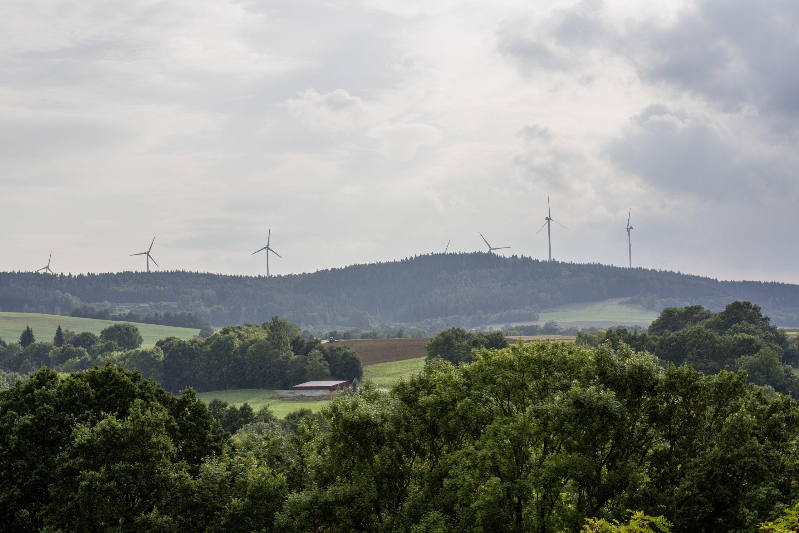 Windenergieanlage und Landschaft-Markus Spiske auf Pixabay